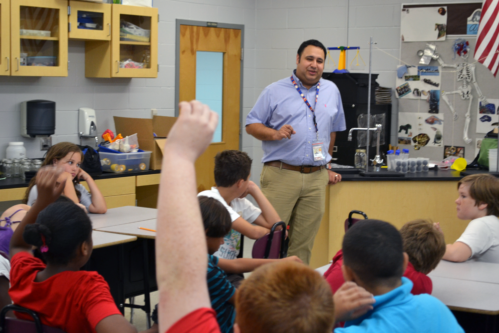 MagLab educator Carlos Villa in the classroom.