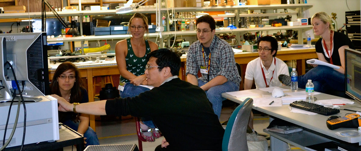 MagLab scientist Arneil Reyes teaches a User Summer School class.