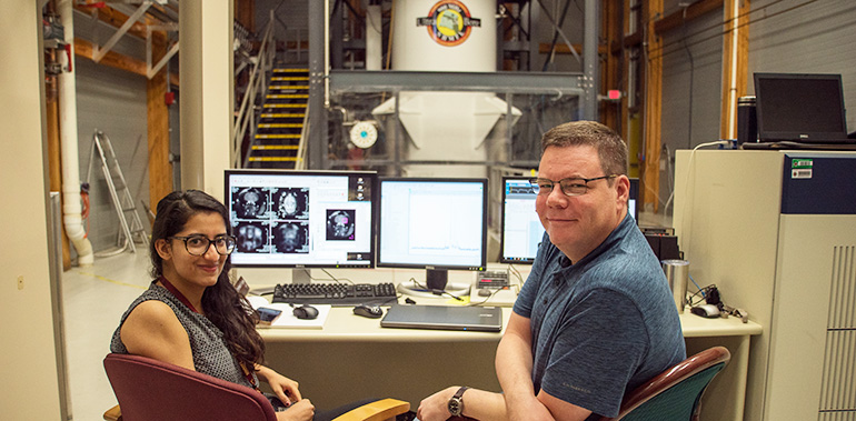Doctoral student Nastaren Abad and Associate Professor Sam Grant are examining how sodium distribution in the brain contributes to migraines.