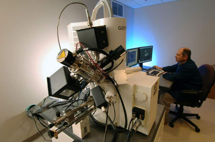 Bob Goddard uses the Zeiss 1540 EsB crossbeam scanning electron microscope